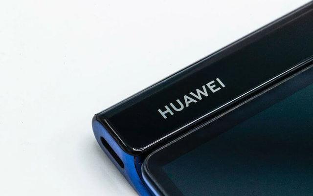 На этот раз лучше: Huawei показала свой складной смартфон
