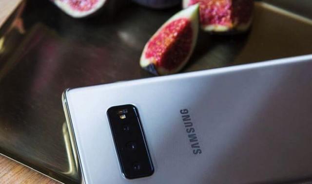 Samsung Galaxy S10 показался на новом фото