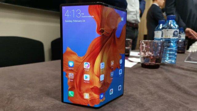 Huawei рассказала о проблемах складного Mate X