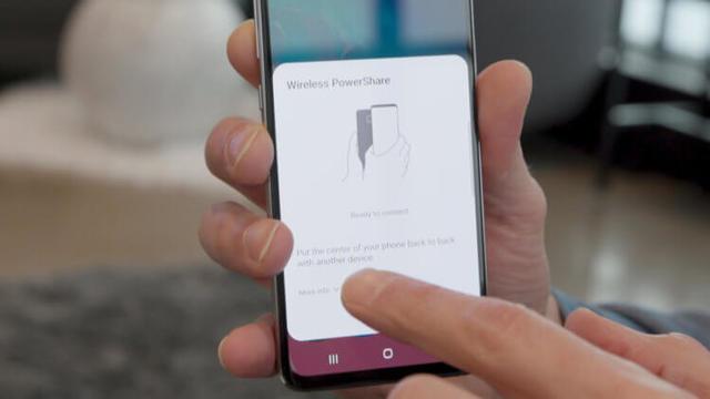 Реверсивная зарядка в Galaxy S10 заряжает iPhone быстрее, чем комплектный блок питания